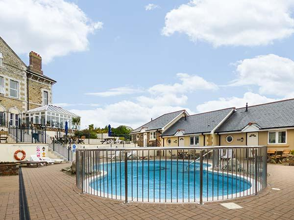 9 PORTH VEOR VILLAS, swimming pool, en-suite, WiFi, open plan, upside down accommodation, Porth, Ref. 927398 - Image 1 - Newquay - rentals