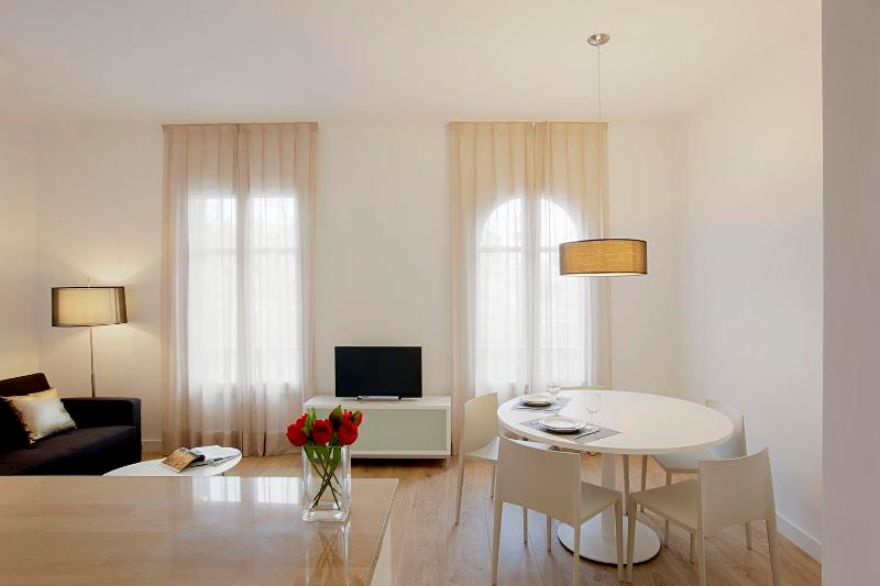 Minimalist 3 Bedroom Apartment in Eixample - Image 1 - Barcelona - rentals