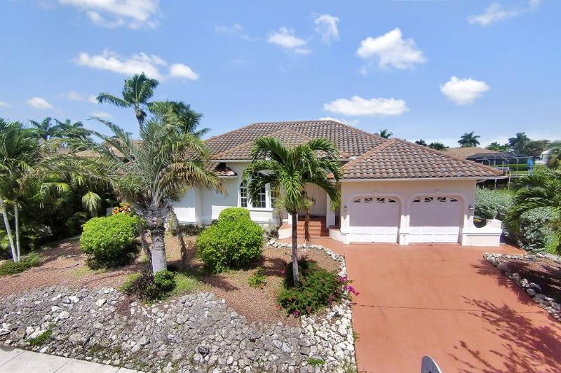 Exterior - Beautiful, Decorator Renovated, 4 BR, 3 BA, Pool Home on Waterfront - Marco Island - rentals