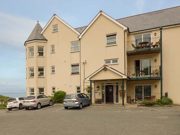 4 BEACHCOMBERS APARTMENTS, en-suite, parking, close to coast, Watergate Bay, Ref. 927396 - Image 1 - Mawgan Porth - rentals