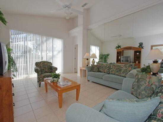 Lovely 4 Bedroom 3 Bathroom Resort Pool Home. 2139MSD - Image 1 - Orlando - rentals