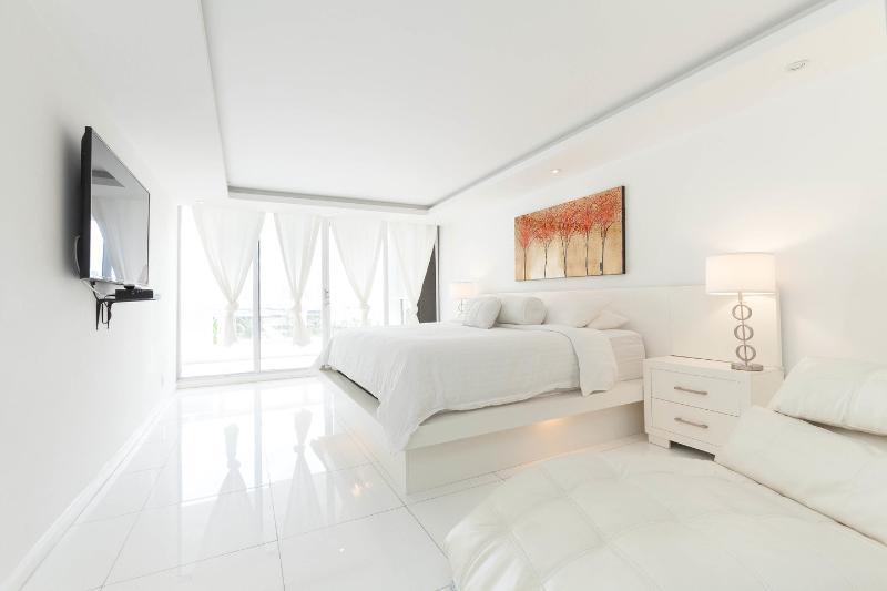 The Master Bedroom - By Gvaldi - Double Tree The Grand 3/3 Condo - Coconut Grove - rentals