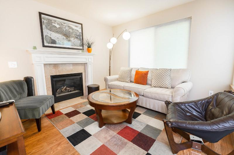 Living Room - West Seattle Home: Quiet, near Downtown & Airport - Seattle - rentals