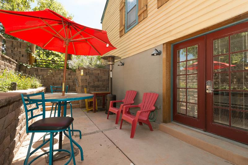 Cottage HiDaWay walkout patio and entrance - Cottage HI DA WAY, near University of Denver - Denver - rentals