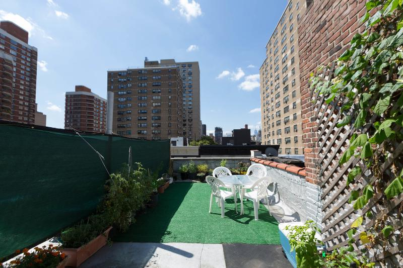 Rooftop Patio - 2br Duplex Steps Away From Empire State Building - New York City - rentals