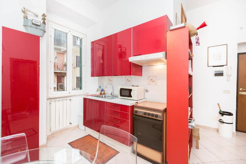 The Bedroom - Living Room - Kitchen - Cute private apartment - nice neighbourhood - Rome - rentals