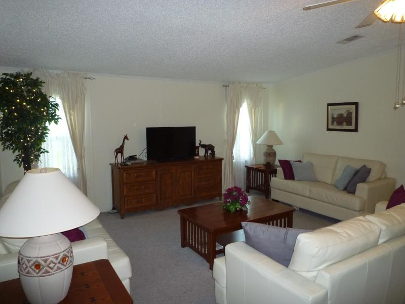 Lounge with Wi-Fi and ample seating - Florida Private Villa 4 miles to Disney inc Wi Fi - Winter Garden - rentals
