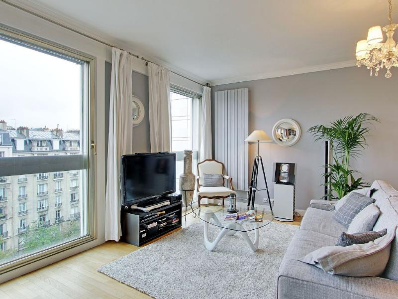 Living room with large windows - Romantic Eiffel - Paris - rentals
