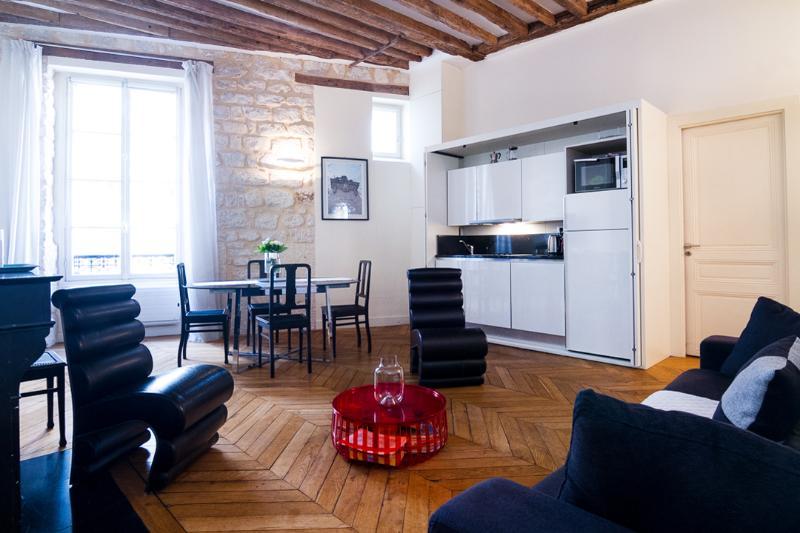 Charming 2 Bedroom Apartment in the Latin Quarter - Image 1 - Paris - rentals