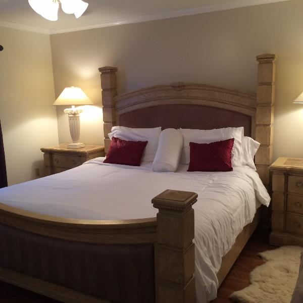 Master Bedroom #1 with King Bed and fine linens - Executive 2 Bed 3 Bath Pool Home near Siesta Key - Sarasota - rentals
