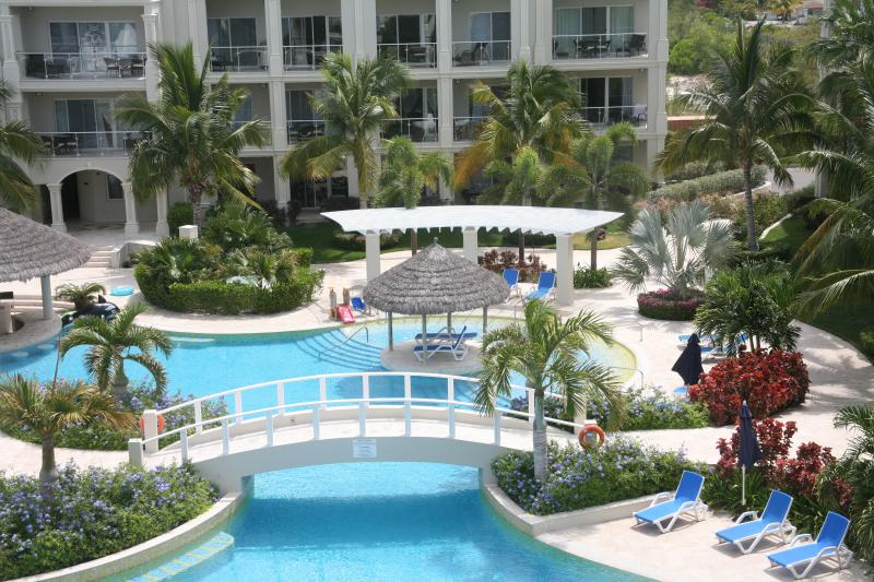 Pool - Luxury 3 BDRM/3 Bath Penthouse, Atrium Resort - Providenciales - rentals
