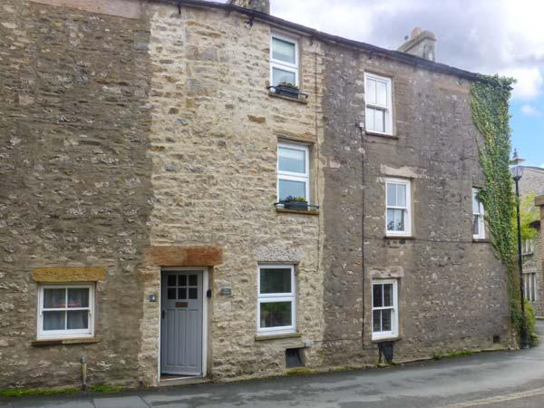 BACK COTTAGE, pet-friendly cottage with woodburner, close to amenities, Lakes and Dales, in Kirkby Lonsdale, Ref 30834 - Image 1 - Kirkby Lonsdale - rentals