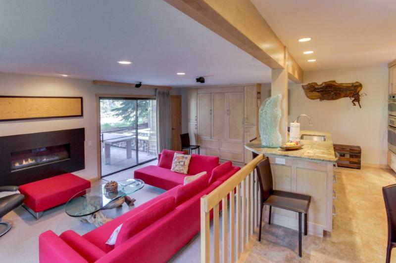 Lavish, modern condo with shared pool & hot tub and ski-in/ski-out access! - Image 1 - Sun Valley - rentals