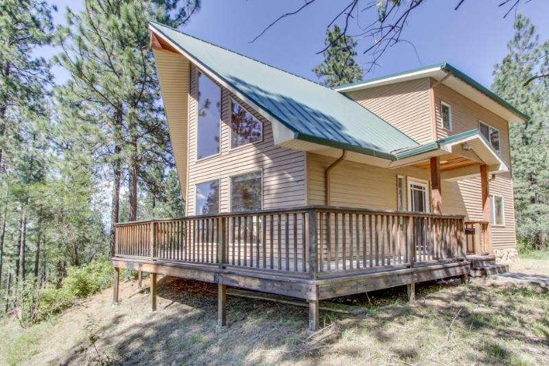 Gorgeous home on scenic Spokane River w/ dog-friendly accommodations - Image 1 - Post Falls - rentals