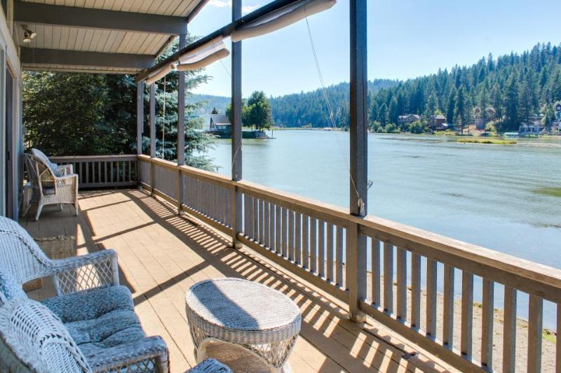 Cozy lakefront cottage w/ gorgeous view, private dock & more - dogs ok! - Image 1 - Coeur d'Alene - rentals