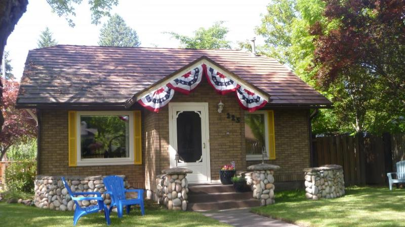 Charming downtown cottage with fenced yard - dogs welcome! - Image 1 - Coeur d'Alene - rentals