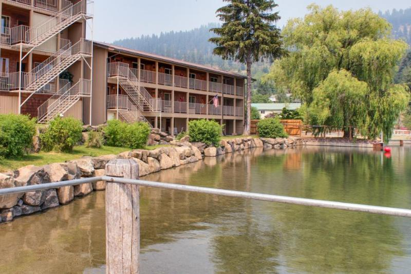 Lakefront condo on  Lake Pend Oreille near beach access & public boat launches! - Image 1 - Bayview - rentals