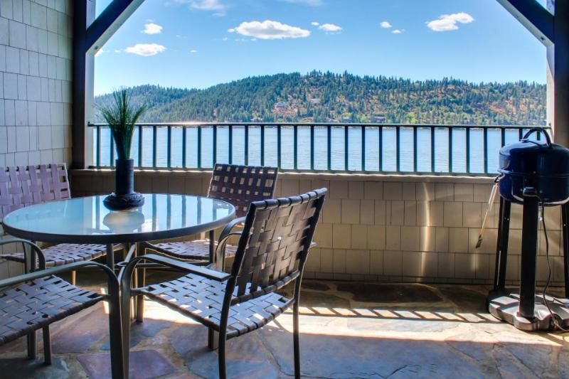 Gorgeous lakefront condo w/ elder access, shared pool, & private patio - Image 1 - Harrison - rentals