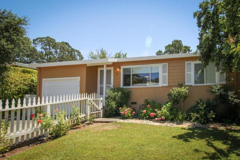 Charming home w/spacious yard near wine country corridor! - Image 1 - Sonoma - rentals