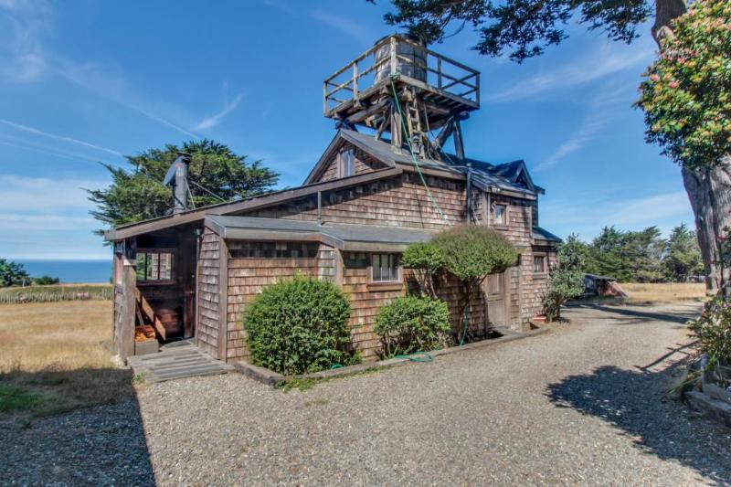 Charming coastal property with stunning ocean views perfect for your next trip! - Image 1 - Albion - rentals