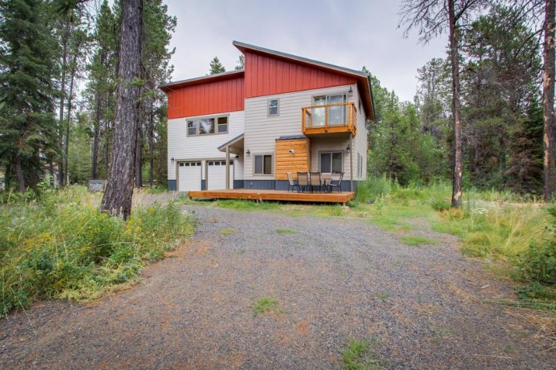 Modern and spacious lakeview cabin near Lake Cascade w/modern design! - Image 1 - Donnelly - rentals
