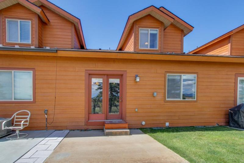 Great townhome with mountain views & an outdoor firepit! - Image 1 - Donnelly - rentals