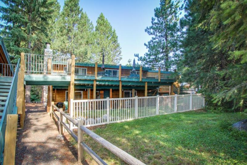 Waterfront log cabin w/ terrific lake view from private, well-appointed deck - Image 1 - McCall - rentals