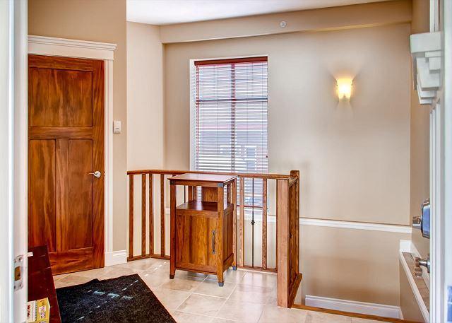 Front Door Hall - Snowfall Lodge #2 Happy Valley Location Sleeps 8 - Big White - rentals