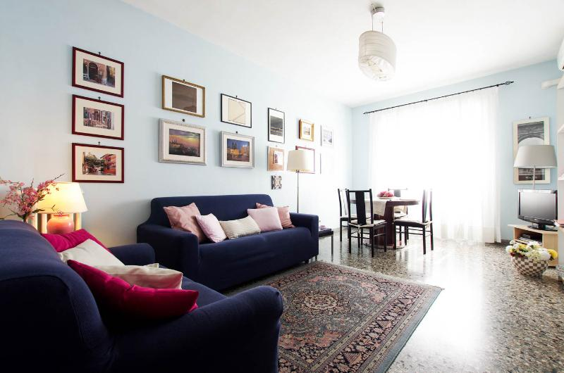 Living room - A Haven in Rome, 1 min from tube, free WI-FI, A/C - Rome - rentals