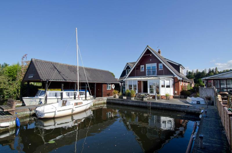 Waterside Retreat Norfolk Broads riverside cottage - Image 1 - Wroxham - rentals