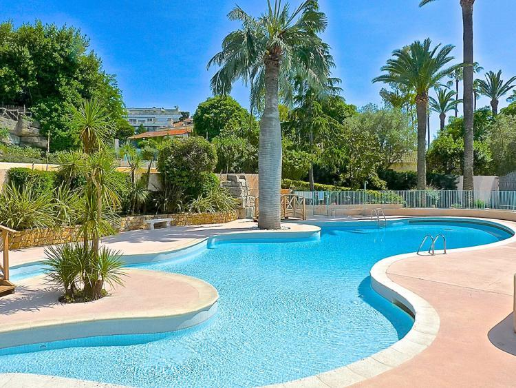 Prince de Galles 1 Bedroom Flat with a Pool and Terrace - Image 1 - Cannes - rentals