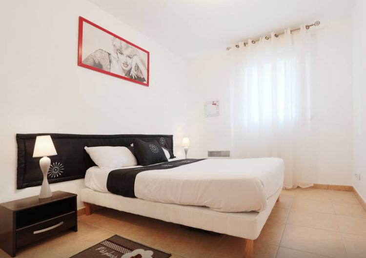 Bristol Red Superb 2 Bedroom Apartment with a Balcony - Image 1 - Cannes - rentals