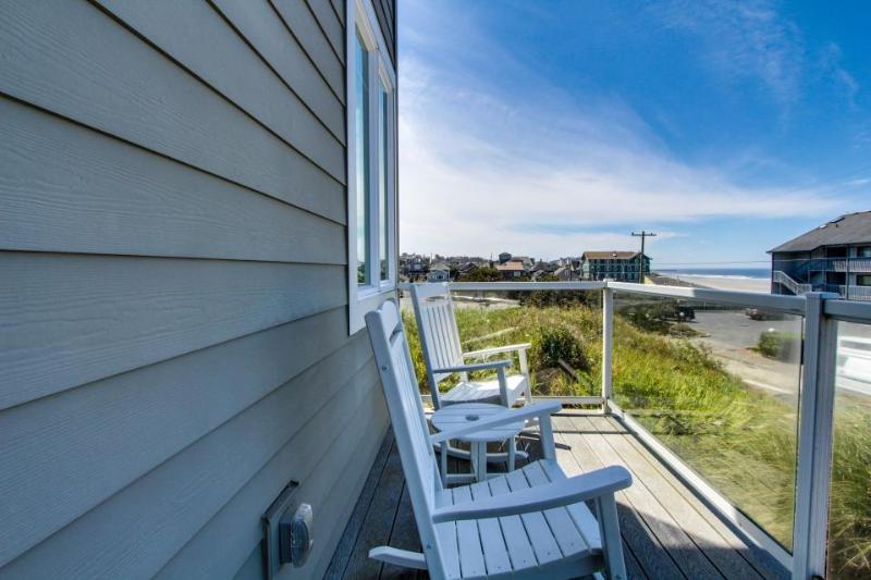 Upscale home w/ hot tub, beach access & views, room for eight! - Image 1 - Newport - rentals