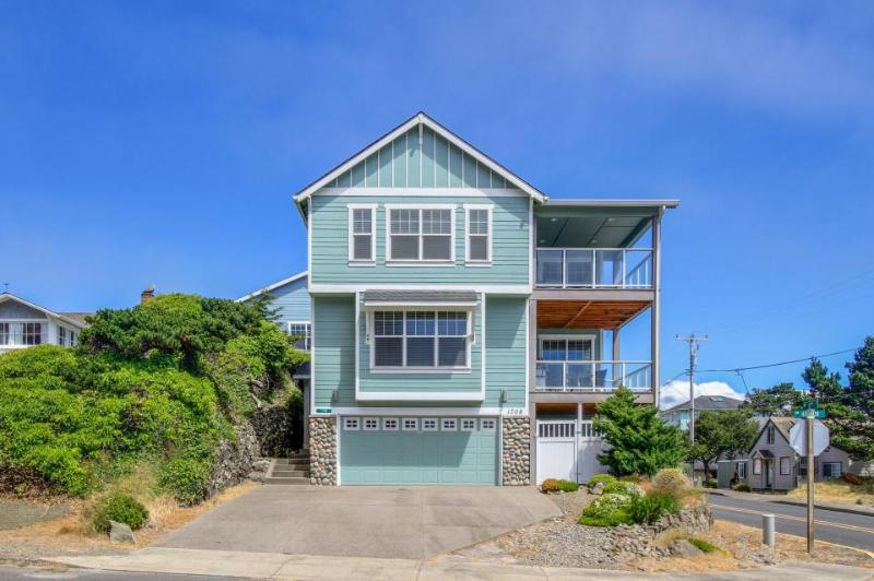 Upscale oceanview home w/private hot tub and room for 10! - Image 1 - Lincoln City - rentals