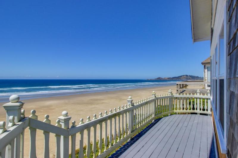 Historic Nye Beach waterfront home w/beach access & hot tub, dogs ok! - Image 1 - Newport - rentals
