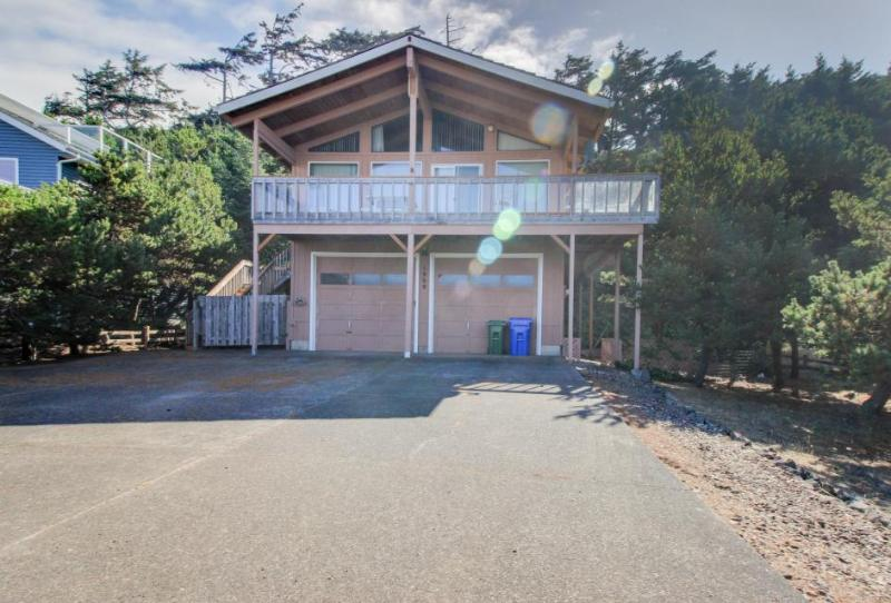 Oceanview, dog-friendly home - walk to beach & shared pool! - Image 1 - Waldport - rentals