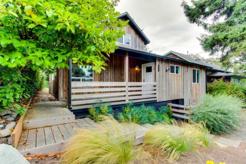 Modern home along the Ridgepath Trail w/ room for 4 & 1 dog! - Image 1 - Gearhart - rentals