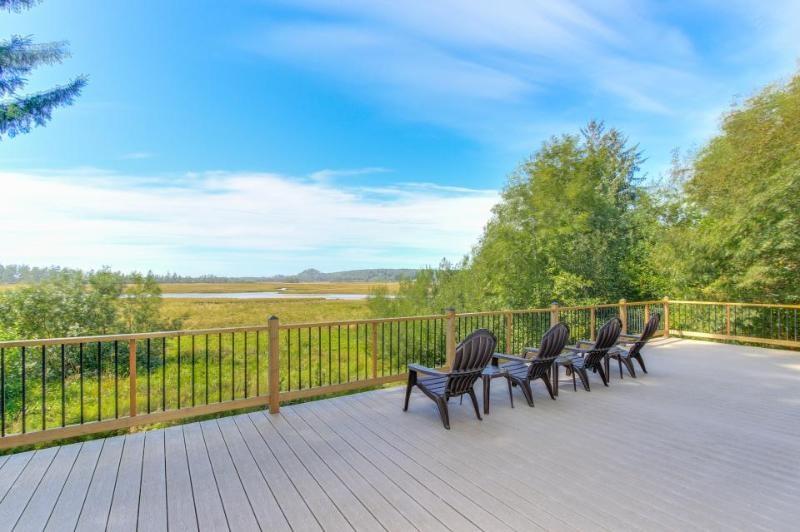 Enjoy fantastic Sandlake views from this waterfront home - dogs welcome! - Image 1 - Cloverdale - rentals