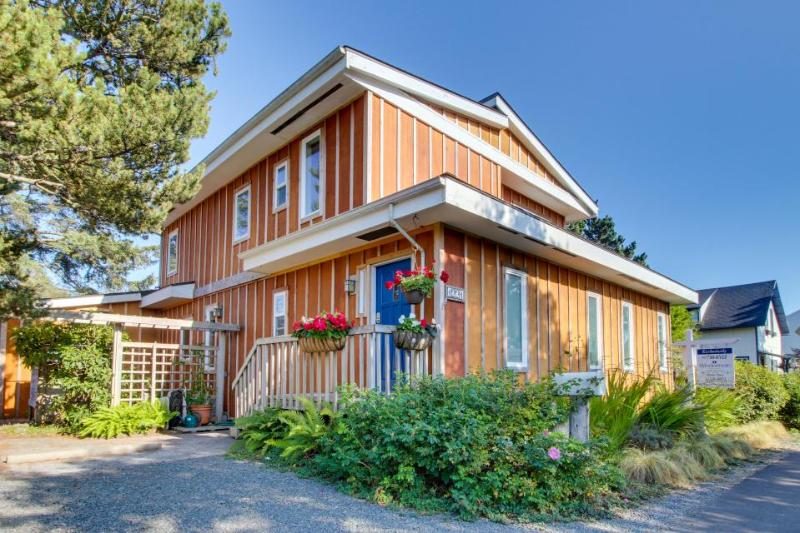 Spacious, dog-friendly home near the ocean and estuary! - Image 1 - Seaside - rentals