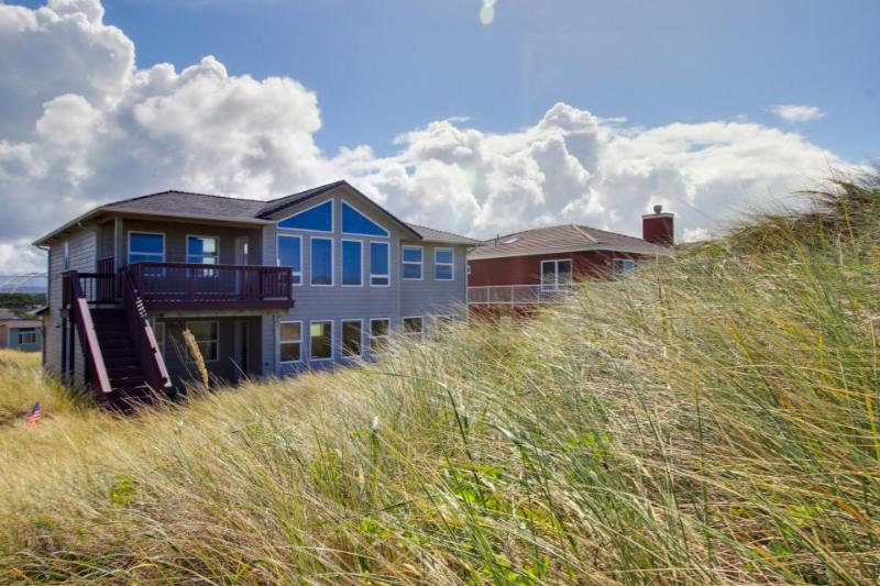 Oceanfront, bay view, comfort & elegance, seasonal pool. - Image 1 - Waldport - rentals