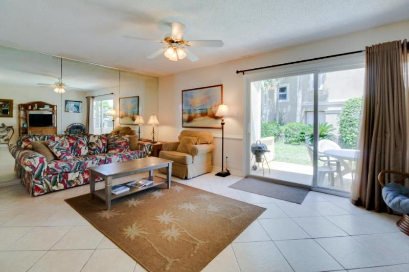 Gulf-side home w/ shared pool & tennis, close to beach  - dogs welcome! - Image 1 - Destin - rentals