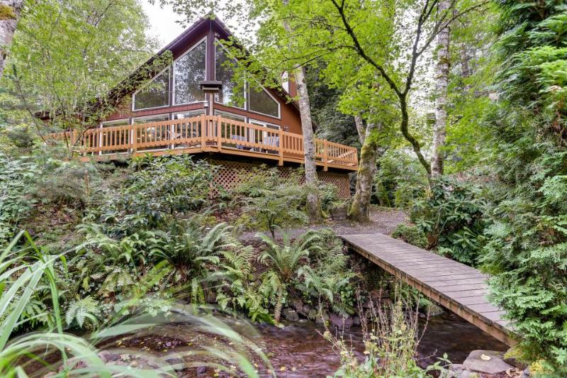 Expansive wooded home with a brook, hot tub, and firepit - Image 1 - Rhododendron - rentals