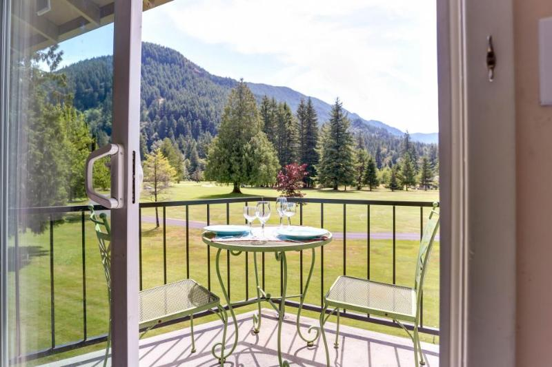 Mt. Hood condo with mountain views, deck, room for six! - Image 1 - Welches - rentals