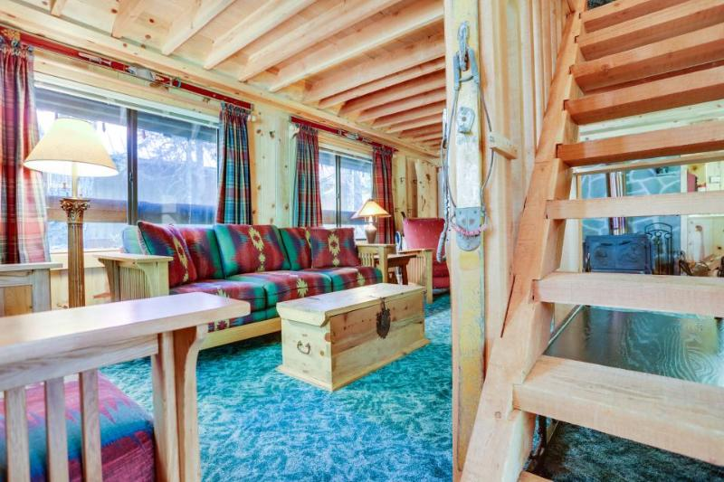 Charming Mt. Hood cabin - close to chairlifts, boutiques, shops, dining! - Image 1 - Government Camp - rentals