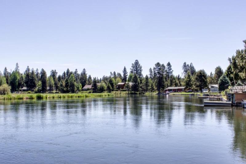 Wonderful home on the Deschutes river with a private dock! - Image 1 - Sunriver - rentals