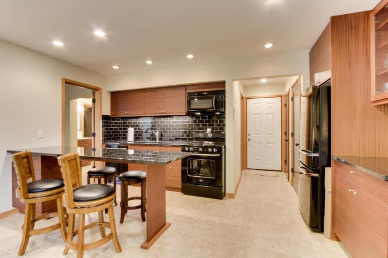 Modern dog-friendly condo w/ shared resort pool & hot tub and more! - Image 1 - Bend - rentals