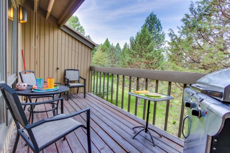 Mt. Bachelor condo with a private balcony & a shared pool, hot tub & tennis! - Image 1 - Bend - rentals