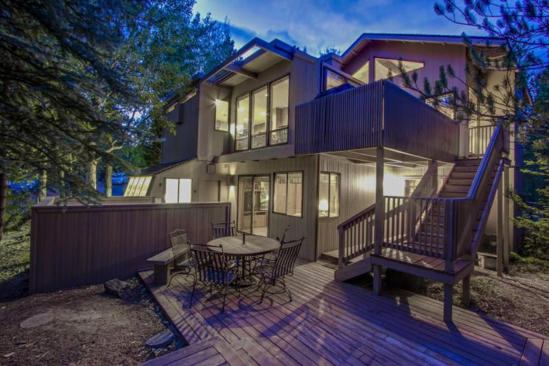 Spacious home w/private hot tub & sauna, SHARC passes & entertainment - dogs ok! - Image 1 - Sunriver - rentals