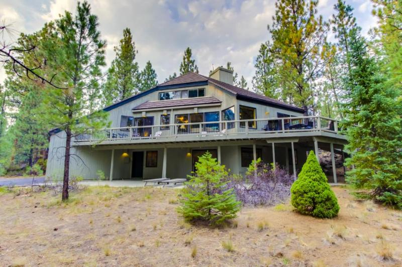 Secluded, dog-friendly home on 2.5 acres w/ shared pools, hot tubs, golf & more! - Image 1 - Black Butte Ranch - rentals
