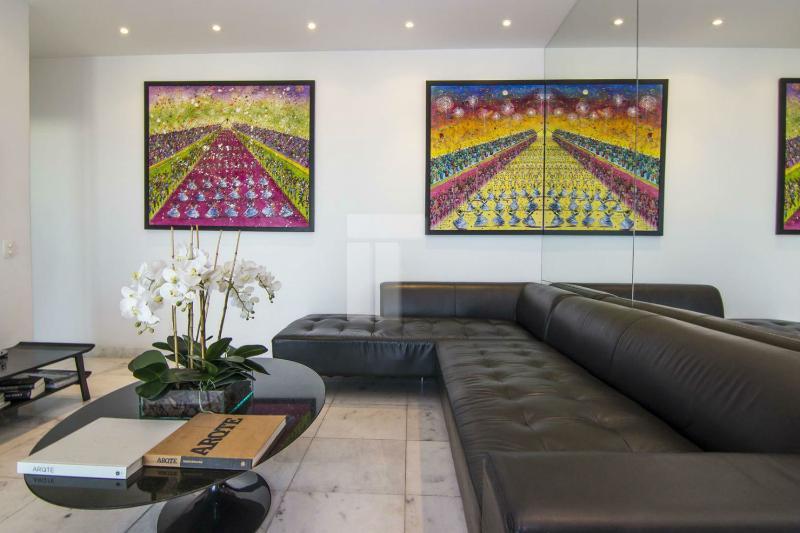 Sleek & Modern 2 Bedroom Apartment in Ipanema - Image 1 - Rio de Janeiro - rentals